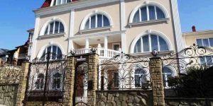 Отель в центре Ялты, номера на праздники