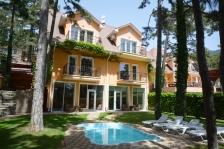 Дом с бассейном в Долоссы