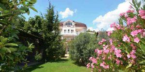 Купить новый дом с бассейном в Ялте