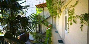 Снять квартиру в частном доме возле набережной Ялта