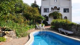 Вилла с бассейном в Гурзуфе