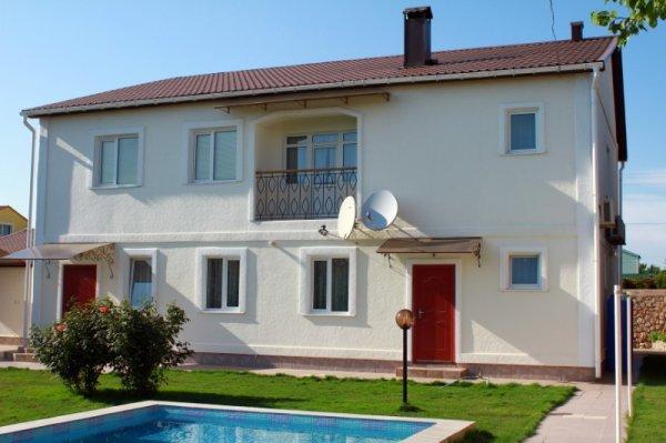 Дом с бассейном в Орловке