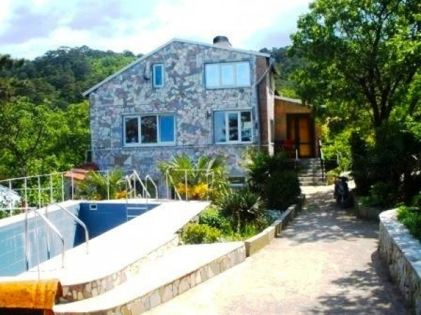 Дом с бассейном в Гаспре
