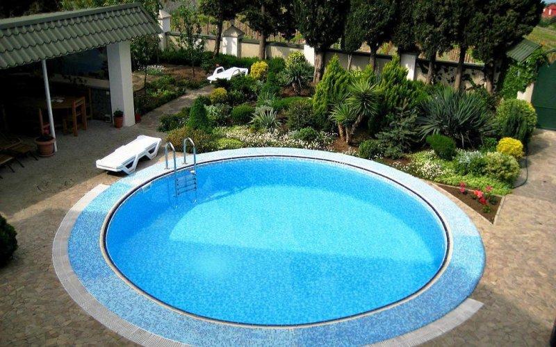Вилла с бассейном в Ливадии