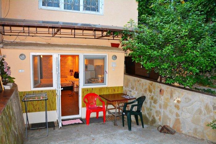 Квартира с двориком у моря в Ялте