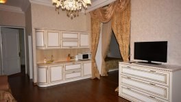 Двухкомнатные апартаменты на набережной в Ялте