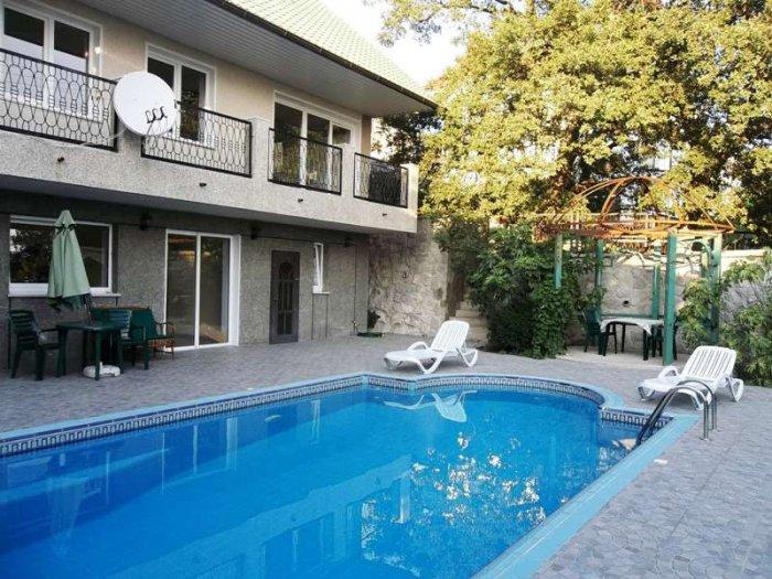 Дом с бассейном в Понизовке
