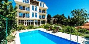Апартаменты на вилле с бассейном в Отрадное